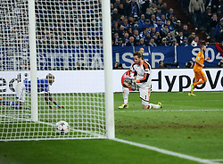 26.02.2014, Veltins Arena, Gelsenkirchen, GER, UEFA CL, Schalke 04 vs Real Madrid, Achtelfinale, im Bild Torwart, Goalkeeper Ralf Faehrmann (FC Schalke 04 #1) enttaesucht nach dem 4:0 durch Karim Benzema (Real Madrid CF #9), Enttaeuschung, Pech, Trauer, negativ // during UEFA Champions League last sixteen match between Schalke 04 and Real Madrid CF at the Veltins Arena in Gelsenkirchen, Germany on 2014/02/26. EXPA Pictures © 2014, PhotoCredit: EXPA/ Eibner-Pressefoto/ Schueler<br /> <br /> *****ATTENTION - OUT of GER*****