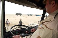 10 DEC 2004, ABU DHABI/UNITED ARAB EMIRATES:<br /> Irakischer Soldat waehrend der praktischen Ausbildung in einem LKW der Bundeswehr, Ausbildungskommando der Bundeswehr fuer irakische Soldaten bei Abu Dhabi<br /> IMAGE: 20041210-01-055<br /> KEYWORDS: Reise, Vereinigte Arabische Emirate, VAE, UAE