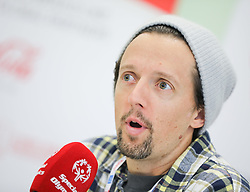 18.03.2017, Congress, Schladming, AUT, Special Olympics 2017, Wintergames, Eröffnungs-Pressekonferenz, im Bild der US-amerikanische Sänger und Songwriter Jason Mraz // during the opening press conference in the congress center at the Special Olympics World Winter Games Austria 2017 in Schladming, Austria on 2017/03/17. EXPA Pictures © 2017, PhotoCredit: EXPA / Martin Huber