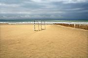 Spanje, Barbate, 9-5-2010Een goal staat op het strand bij de zee.Foto: Flip Franssen