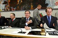 17 DEC 2002, BERLIN/GERMANY:<br /> Hans Eichel (L), SPD, Bundesfinanzminister, Gerhard Schroeder (M), SPD, Bundeskanzler, Franz Muentefering (R), SPD Fraktionsvorsitzender, vor Beginn der Sitzung der SPD Bundestagsfraktion, Deutscher Bundestag<br /> IMAGE: 20021217-01-012<br /> KEYWORDS: Fraktionssitzung, Gerhard Schröder, Franz Müntefering,