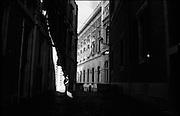 Un carabiniere a Montecitorio, Roma 04 Dicembre 2016. Christian Mantuano / OneShot<br /> <br /> Carabinieri patrol near Montecitorio Square at the Parliament in Rome on December 04, 2016. Christian Mantuano / OneShot