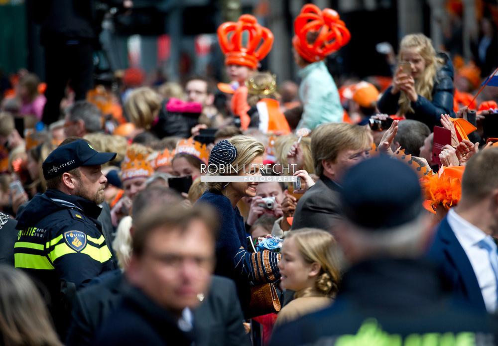 27-4-2017 guus meeuwis  TILBURG - Koning Willem-Alexander, Koningin Maxima, de Prinses van Oranje Amalia , Prinses Alexia en Prinses Ariane zijn aanwezig bij de viering van Koningsdag in de gemeente Tilburg, in het hart van Brabant.<br /> Prins Constantijn en Prinses Laurentien, Prins Maurits en Prinses Maril&egrave;ne, Prins Bernhard en Prinses Annette, Prins Pieter-Christiaan en Prinses Anita &eacute;n Prins Floris en Prinses Aim&eacute;e zijn ook aanwezig bij Koningsdag in Tilburg. COPYRIGHT ROBIN UTRECHT<br /> <br /> 27-4-2017 TILBURG - King Willem-Alexander, Queen Maxima, Princess of Orange Amalia, Princess Alexia and Princess Ariane are present at the celebration of King's Day in the municipality of Tilburg, in the heart of Brabant.<br /> Prince Constantine and Princess Laurentia, Prince Maurice and Princess Marilene, Prince Bernhard and Princess Annette, Prince Pieter-Christiaan and Princess Anita and Prince Floris and Princess Aim&eacute;e are also present at Koningsdag in Tilburg. COPYRIGHT ROBIN UTRECHT