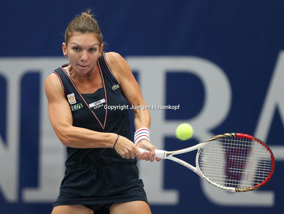 Generali Ladies Linz  2012,WTA Tour, Damen.Hallen Tennis Turnier in Linz, Oesterreich,.Simona Halep (ROU),Aktion, Einzelbild,Halbkoerper,Querformat,