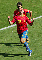 Jubel Spanien 1:0 Raul, Juanito<br />