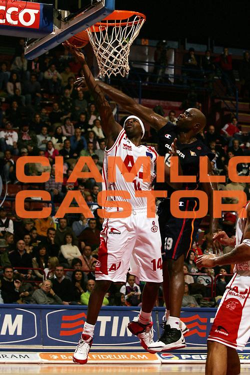 DESCRIZIONE : Milano Lega A1 2005-06 Armani Jeans Olimpia Milano Lottomatica Virtus Roma<br /> GIOCATORE : Grant<br /> SQUADRA : Armani Jeans Olimpia Milano<br /> EVENTO : Campionato Lega A1 2005-2006<br /> GARA : Armani Jeans Olimpia Milano Lottomatica Virtus Roma<br /> DATA : 21/01/2006<br /> CATEGORIA : Tiro<br /> SPORT : Pallacanestro<br /> AUTORE : Agenzia Ciamillo-Castoria/L.Lussoso<br /> Galleria : Lega Basket A1 2005-2006<br /> Fotonotizia : Milano Campionato Italiano Lega A1 2005-2006 Armani Jeans Olimpia Milano Lottomatica Virtus Roma<br /> Predefinita :