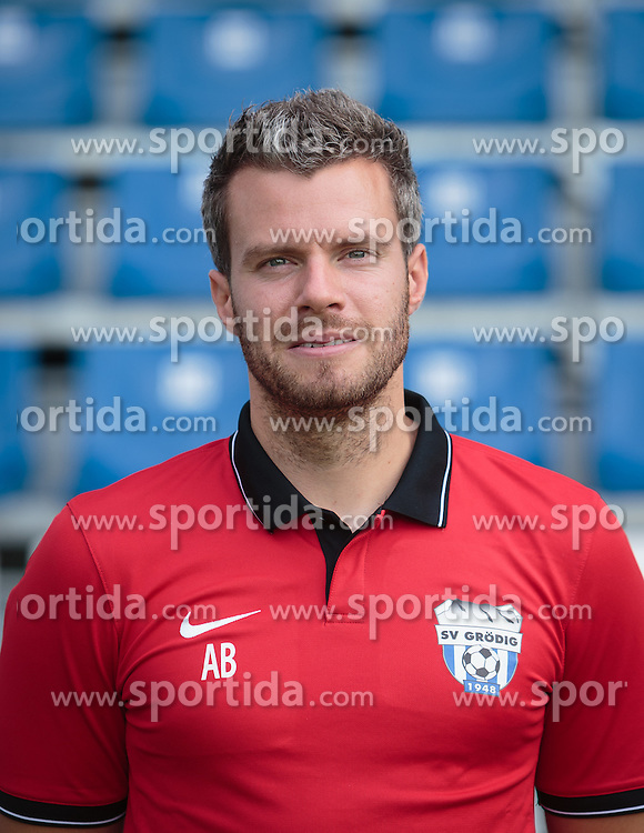 15.09.2015, Das Goldberg Stadion, Groedig, AUT, 1. FBL, Fototermin SV Groedig, im Bild Physio Andreas Biritz // during the official Team and Portrait Photoshoot of Austrian Football Bundesliga Team SV Groedig at the Das Goldberg Stadion, Groedig, Austria on 2015/09/15. EXPA Pictures © 2015, PhotoCredit: EXPA/ JFK