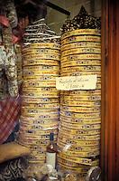 Italie - Toscane - Sienne - Deventure d'une boutique avec des panforte, specialité siennoise.