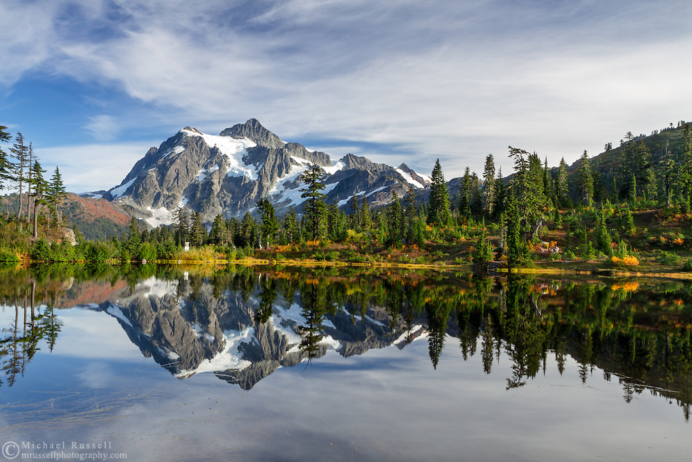 Classic view of Mount Shuksan reflected in Picture Lake during the fall - Mount Baker-Snoqualmie National Forest, Washington State, USA
