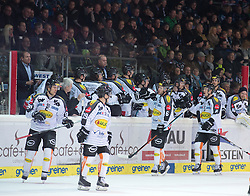 08.01.2016, Keine Sorgen Eisarena, Linz, AUT, EBEL, EHC Liwest Black Wings Linz vs Dornbirner Eishockey Club, 41. Runde, im Bild Dornbirn feiert das 3 zu 2 // during the Erste Bank Icehockey League 41st round match between EHC Liwest Black Wings Linz and Dornbirner Eishockey Club at the Keine Sorgen Icearena, Linz, Austria on 2016/01/08. EXPA Pictures © 2016, PhotoCredit: EXPA/ Reinhard Eisenbauer