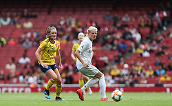 Melissa Filis of Arsenal passes the ball - Mandatory by-line: Arron Gent/JMP - 28/07/2019 - FOOTBALL - Emirates Stadium - London, England - Arsenal Women v Bayern Munich Women - Emirates Cup