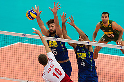 21-09-2014 POL: FIVB WK Finale Polen - Brazilie, Katowice<br /> Angriff Mariusz Wlazly (#10 POL) - Block / Doppelblock Lucas Saatkamp (#16 BRA), Wallace de Souza (#4 BRA)<br /> <br /> ***NETHERLANDS ONLY***