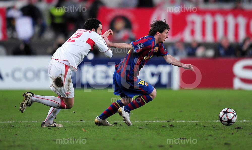 FUSSBALL  International  Champions   League  Hinspiel   SAISON 2009/2010    VfB Stuttgart -  FC Barcelona      23.02.2010 Cristian Molinaro (li, VfB Stuttgart) gegen Lionel Messi (re, Barca)