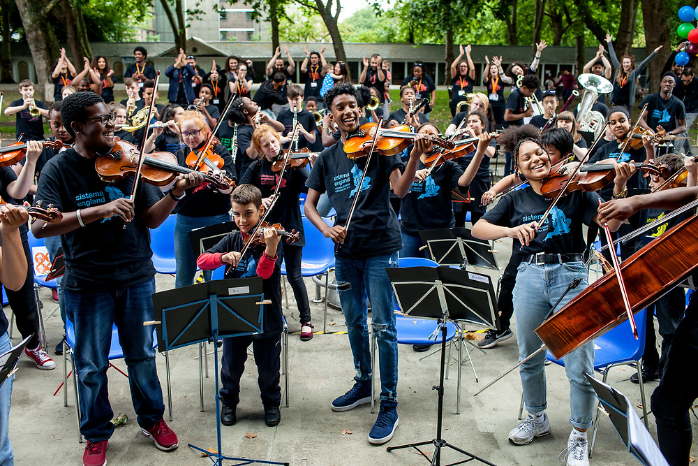 The Sistema England Young Leaders are the most skilled and committed young musicians from In Harmony Lambeth, In Harmony Liverpool, In Harmony Newcastle, In Harmony Telford, Sistema in Norwich and The Nucleo Project, coming together to create a vibrant nationwide orchestra while developing leadership and life skills. Winchester, August 2017. (Photos/Ivan Gonzalez)
