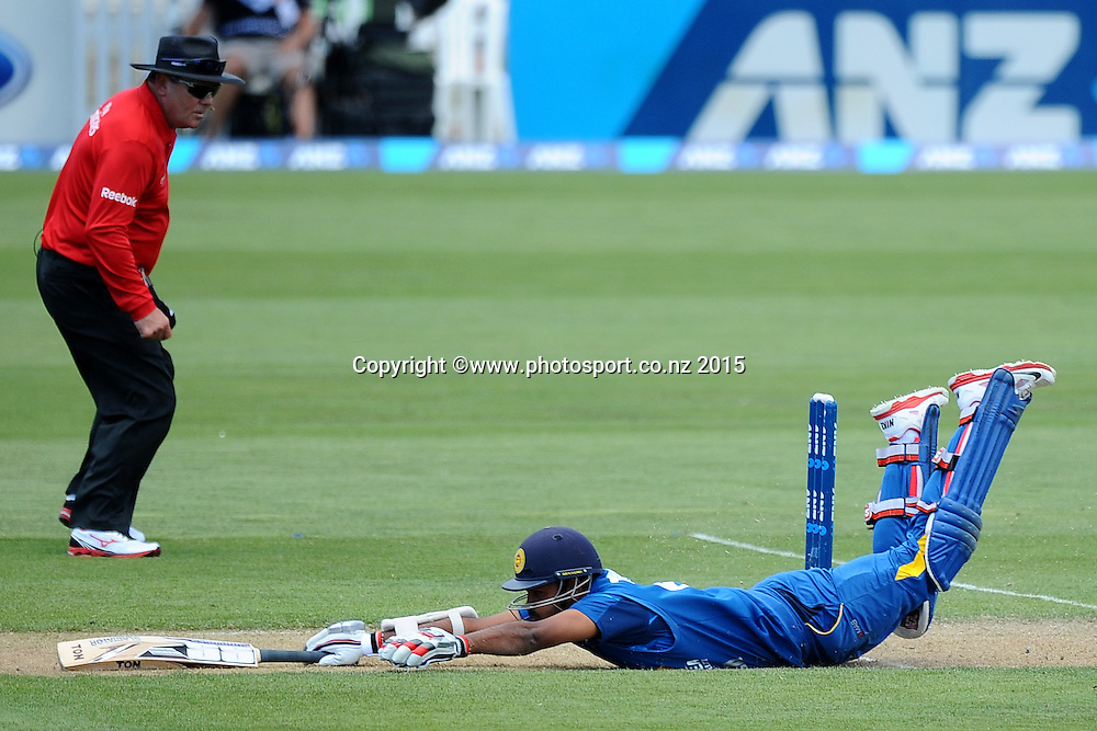 Sri Lanka player Lahiru Thirimanne makes a dive during Match 4 of the ANZ One Day International Cricket Series between New Zealand Black Caps and Sri Lanka at Saxton Oval, Nelson, New Zealand. Tuesday 20 January 2015. Copyright Photo: Chris Symes/www.Photosport.co.nz