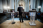 Emile Roemer voert voor de SP in de Jacobikerk in Utrecht voor de Provinciale Statenverkiezingen. Tijdens de avond krijgt hij onder andere een rapport over de zorg in Utrecht aangeboden en beantwoordt hij vragen van aanwezigen.<br /> <br /> Emile Roemers, leader of the Dutch Socialist Party SP, is speaking in the Jacobi church during the campaign for the next elections.