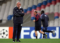 Photo: Paul Thomas.<br /> Rangers Training session. UEFA Champions League. 01/10/2007.<br /> <br /> Manager Walter Smith of Rangers can't look as his Striker Jean-Claude Darcheville (R) of Rangers races to be fit for the game tomorrow.
