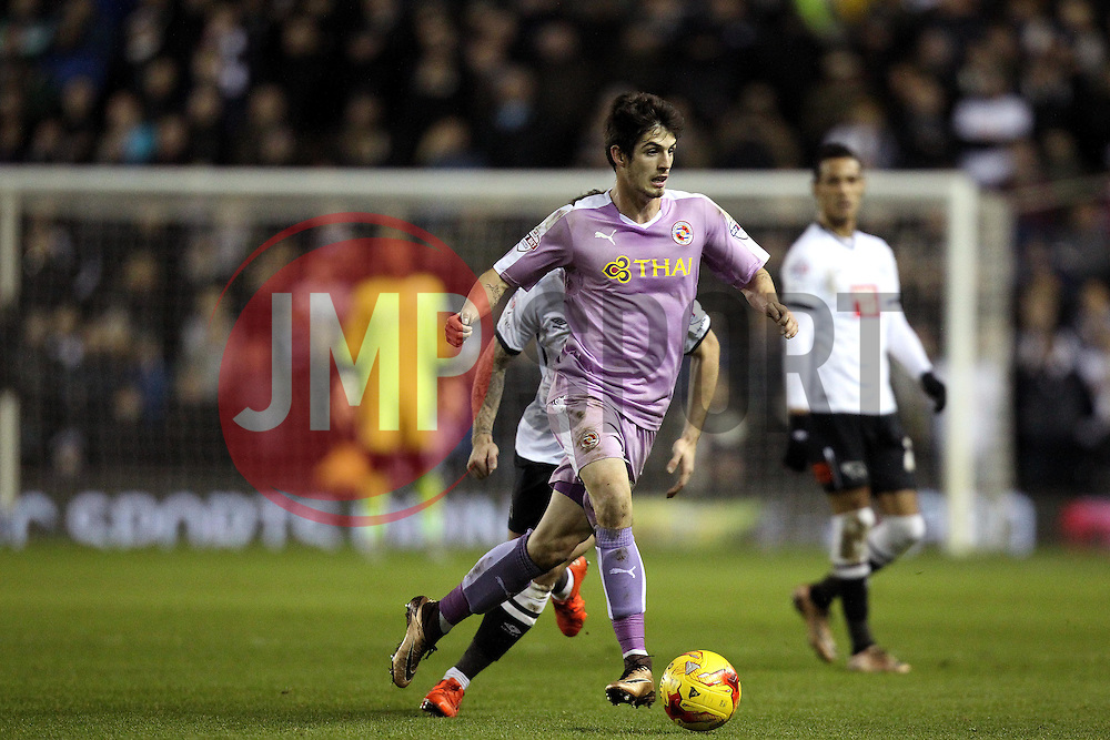 Lucas Piazon of Reading runs with the ball - Mandatory byline: Robbie Stephenson/JMP - 12/01/2016 - FOOTBALL - iPro Stadium - Derby, England - Derby County v Reading - Sky Bet Championship