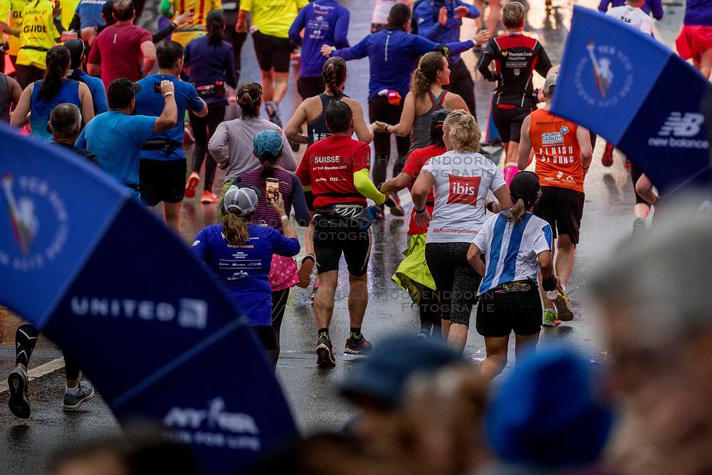 05-11-2017 USA: NYC Marathon We Run 2 Change Diabetes day 3, New York<br /> De dag van de marathon, 42 km en 195 meter door de straten van Staten Island, Brooklyn, Queens, The Bronx en Manhattan / Delia