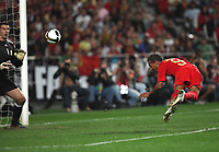 20091010: LISBON, PORTUGAL - Portugal vs Hungary: World Cup 2010 Qualifying Match. In picture: Liedson Scoring the second goal. PHOTO: Carlos Rodrigues/CITYFILES