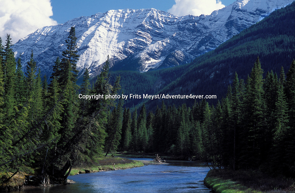 CANADA, ALBERTA, KANANASKIS, MAY 2002. The Kananaskis river flows through the mountains. The Kananaskis Country provincial park is home to Canada's most beautiful nature and wildlife. It has also escaped the mass tourism as in Banff National Park. Photo by Frits Meyst/Adventure4ever.com