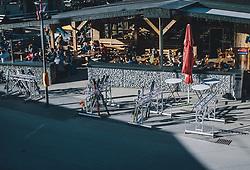 15.03.2020, Kaprun, AUT, Coronavirus in Österreich, im Bild die letzten Gäste geniessen die Sonne auf der Terrasse einer Apres Ski Bar // the last guests enjoy the sun on the terrace of an Apres Ski Bar. The Austrian government is pursuing aggressive measures in an effort to slow the ongoing spread of the coronavirus, Kaprun, Austria on 2020/03/15. EXPA Pictures © 2020, PhotoCredit: EXPA/ JFK
