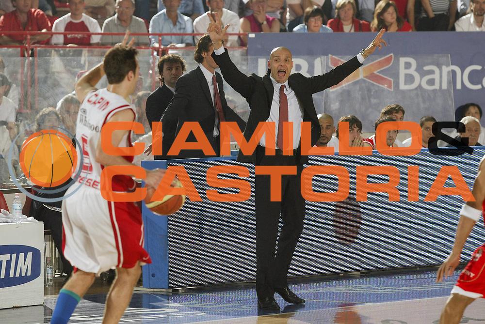 DESCRIZIONE : Varese Lega A1 2006-07 Playoff Quarti di Finale Gara 2 Whirlpool Varese Armani Jeans Milano<br /> GIOCATORE : Aleksandar Djordjevic<br /> SQUADRA : Armani Jeans Milano<br /> EVENTO : Campionato Lega A1 2006-2007 Playoff Quarti di Finale Gara 2<br /> GARA : Whirlpool Varese Armani Jeans Milano<br /> DATA : 19/05/2007 <br /> CATEGORIA : Curiosita<br /> SPORT : Pallacanestro <br /> AUTORE : Agenzia Ciamillo-Castoria/G.Cottini