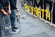 Roma 18 Giugno 2013<br /> I  Movimenti per la casa  assediano il Tribunale Civile per chiedere  il blocco degli sfratti. Le forze dell'ordine  bloccano l'ingresso al tribunale.<br /> Movements for the house, besieging the Civil Court to ask for the block evictions. The police blocked the entrance to the court.