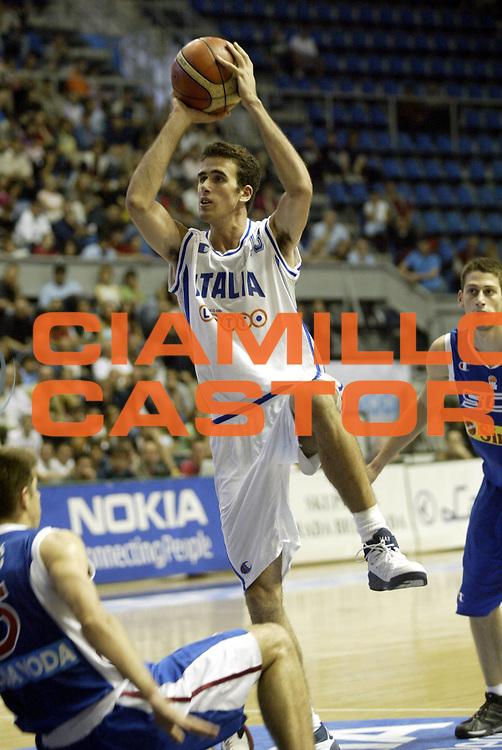 DESCRIZIONE : Belgrado Campionato Europeo Maschile Under 18 <br /> GIOCATORE : Datome <br /> SQUADRA : Italia Under 18 <br /> EVENTO : Campionato Europeo Maschile Under 18 <br /> GARA : Italia Serbia <br /> DATA : 23/07/2005 <br /> CATEGORIA : <br /> SPORT : Pallacanestro <br /> AUTORE : Agenzia Ciamillo-Castoria