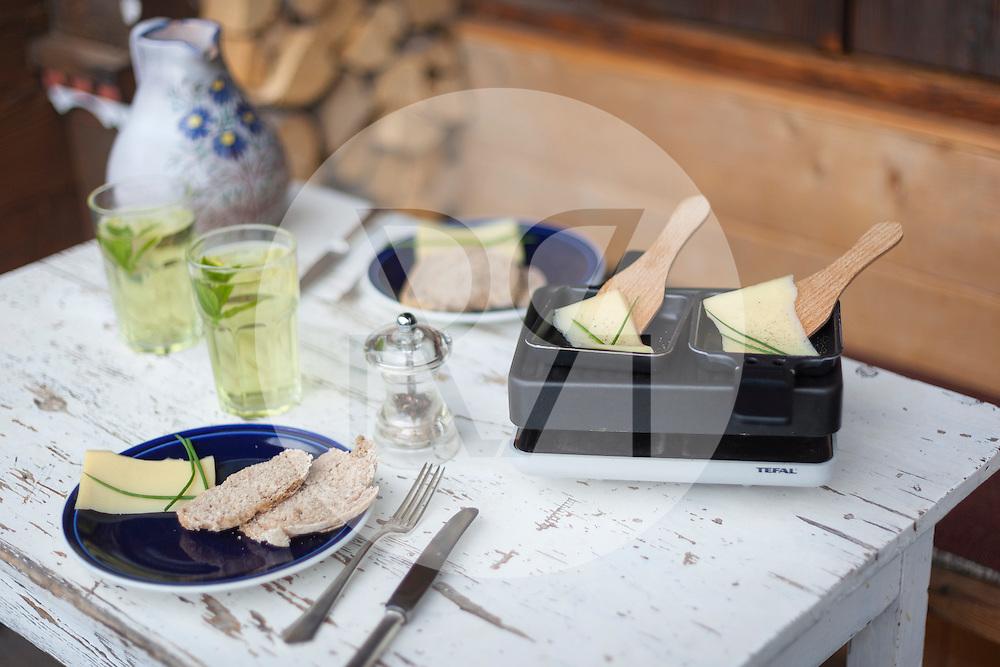 SCHWEIZ - HABKERN - Raclette fuer zwei Personen - 21. Juli 2014 © Raphael Huenerfauth - http://huenerfauth.ch