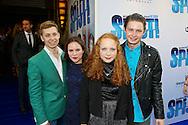 AMSTERDAM - In het Tuschinski Theater is de filmpremière Spijt. Met hier op de foto de zussen Valerie en Emilie Pos met hun partners. FOTO LEVIN DEN BOER - PERSFOTO.NU