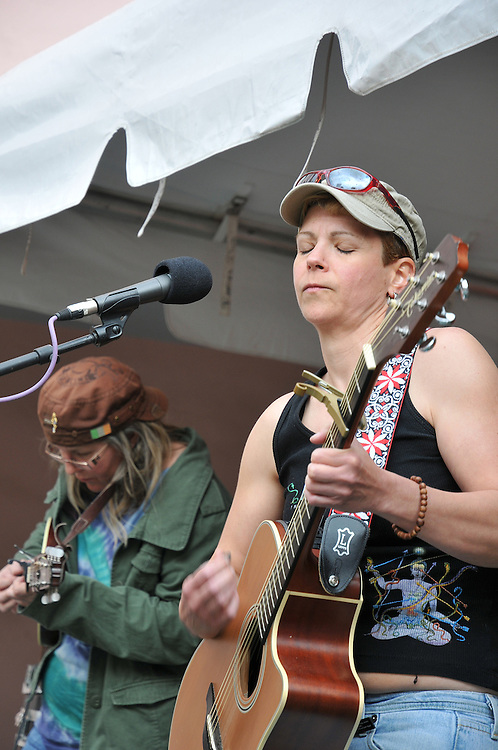 ArleneWow! concert at 2010 Tucson Folk Festival. Event photography by Martha Retallick.
