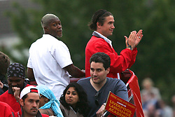 LIVERPOOL, ENGLAND - THURSDAY, MAY 26th, 2005: Liverpool Djibril Cisse and Harry Kewell parade the European Champions Cup on on open-top bus tour of Liverpool in front of 500,000 fans after beating AC Milan in the UEFA Champions League Final at the Ataturk Olympic Stadium, Istanbul. (Pic by David Rawcliffe/Propaganda)