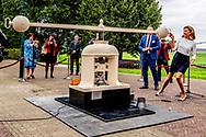 SCHOKLAND - Prinses Marilene tijdens de eerste officiele slag van het Schokland Vijfje. Met de herdenkingsmun wordt aandacht gevraagd voor Schokland, dat deel uitmaakt van het Nederlands Werelderfgoed. ANP ROYAL IMAGES ROBIN UTRECHT **NETHERLANDS ONLY**