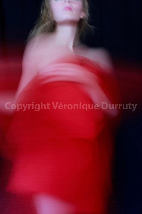 Proud, 2015<br /> <br /> s&eacute;rie &quot;Ma croix&quot;<br /> Inspir&eacute; par Gloria, album Horses de Patti Smith<br /> <br /> 40 cm x  60 cm<br /> Tirage pigmentaire sur papier Hahnem&uuml;hle 100% coton<br /> Edition de 3 exemplaires<br /> <br /> me contacter v.durruty@gmail.com<br /> <br /> autres formats disponibles.