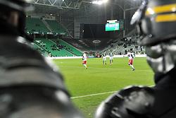 November 5, 2017 - Saint Etienne - Stade Geoffroy, France - Les joueurs reviennent sur le terrain (lyon) devant les CRS (Credit Image: © Panoramic via ZUMA Press)