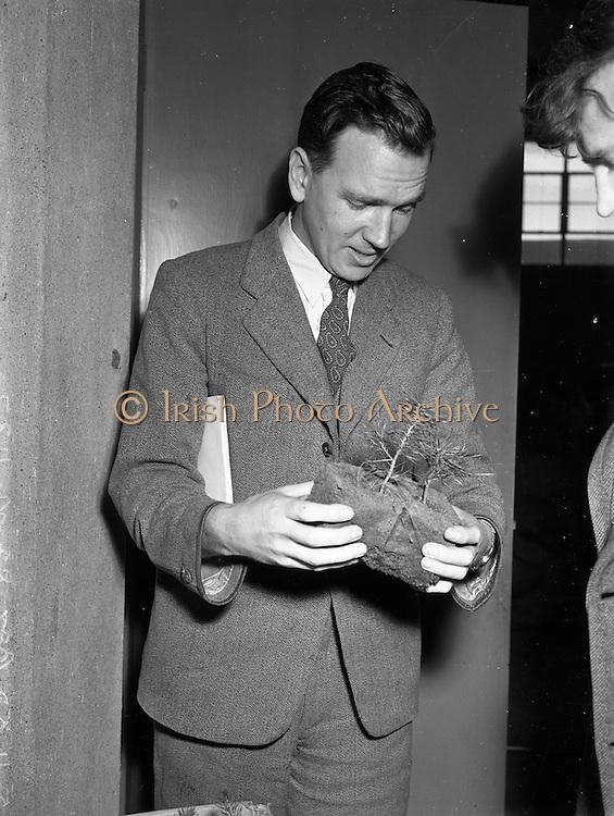 03/11/1952<br /> 11/03/1952<br /> 03 November 1952<br /> Bord na Mona experimental station, Newbridge, Co. Kildare. Mr Miller, Chief Engineer.