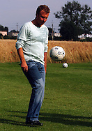 n/z.: Mariusz Piekarski podczas gry na polu , sezon 2005/2006 , pilka nozna , Polska , Opalenica , 27-07-2005 , fot.: Adam Nurkiewicz / mediasport..Ex-football player Mariusz Piekarski plays in Opalenica. July 27, 2005 ; season 2005/2006 , football , Poland , Opalenica ( Photo by Adam Nurkiewicz / mediasport )
