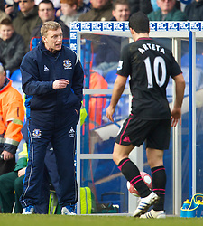 BIRMINGHAM, ENGLAND - Saturday, March 13, 2010: Everton's manager David Moyes and Mikel Arteta during the Premiership match against Birmingham City at St Andrews. (Photo by David Rawcliffe/Propaganda)