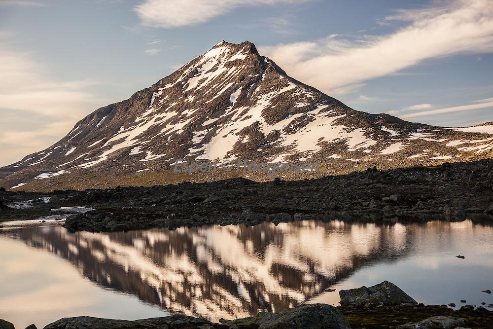 Snøholstind reflection