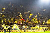Bundesliga 2020: Borussia Dortmund - 1. FC Köln. Ståtribunen bak mål med plass til nesten 25.000 tilskuere kalles for den gulle veggen. Her før avspark i bundesligakampen i fotball mellom Borussia Dortmund og 1. FC Köln på Signal Iduna Park.