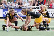 DEN BOSCH - Den Bosch - Laren, Hockey Dames Finale NK, seizoen 2010-2011, 04-06-2011, Complex Oosterplas, Maartje Paumen (M onder) heeft de golden goal gescoord, Lidewij Welten (L), Frederique Derkx (M boven), Maartje Goderie (R).