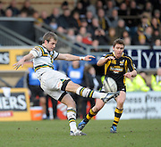 Wycombe, GREAT BRITAIN,   Saints', Stephen MYLER, kicks for touch, Wasps', Eoin REDDAN moving in, during the Guinness Premiership rugby game, London Wasps vs Northampton Saints, at Adam's Park Stadium, Bucks, England, on Sun 22.02.2009. [Photo, Peter Spurrier/Intersport-images]