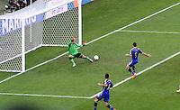 FUSSBALL WM 2014                FINALE Deutschland - Argentinien     13.07.2014 Gonzalo Higuain (re, Argentinien) ueberwindet Torwart Manuel Neuer (li, Deutschland). Das Tor wird jedoch wegen Abseits nicht anerkannt