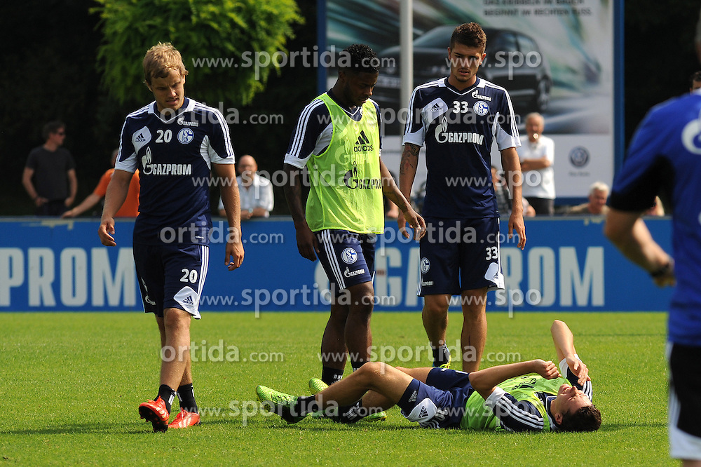 16.07.2013, Trainingsgelaende, Veltins Arena, GER, 1. FBL, FC Schalke 04 Training, im Bild Julian Draxler liegt mit schmerzverzehrtem Gesicht verletzt auf dem Rasen, v.l.n.r. Teemu Pukki, Michel Bastos und Roman Neustaedter ( alle Schalke 04/ Action/ Aktion ) schauen erschrocken. // during a Training Session of German Bundesliga Club Fc Schalke 04 at the Training Ground, Veltins Arena, Germany on 2013/07/16. EXPA Pictures &copy; 2013, PhotoCredit: EXPA/ Eibner/ Thomas Thienel<br /> <br /> ***** ATTENTION - OUT OF GER *****