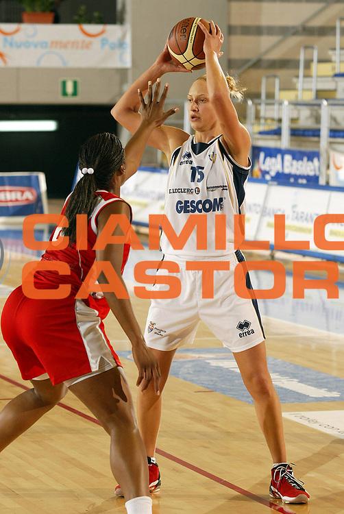 DESCRIZIONE : Taranto Lega A1 Femminile 2005-06 Lenzi Professional Bolzano Gescom Viterbo <br /> GIOCATORE : Ajanovic <br /> SQUADRA : Gescom Viterbo <br /> EVENTO : Campionato Lega A1 Femminile  2005-2006 <br /> GARA : Lenzi Professional Bolzano Gescom Viterbo <br /> DATA : 02/10/2005 <br /> CATEGORIA : <br /> SPORT : Pallacanestro <br /> AUTORE : Agenzia Ciamillo-Castoria