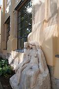 Skulptur am Henry-van-de-Velde-Bau, Bauhaus Universität, Weimar, Thüringen, Deutschland | sculpture near Henry van de Velde Building, Bauhaus University, Weimar, Thuringia, Germany