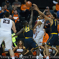 Oregon State's Stephen Thompson Jr, second from right, passes to teammate Gligorije Rakocevic, left, while being guarded by California's Jabari Bird, center, and Ivan Rabb, right during the second half of an NCAA college basketball game in Corvallis, Ore., Saturday, Jan. 21, 2017. California won 69-58. (AP Photo/Timothy J. Gonzalez)