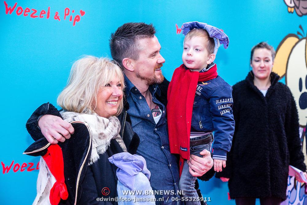 NLD/Amsterdam/20160117 - Premiere Woezel & Pip Op zoek naar de Sloddervos !, Willeke Alberti, Johnny de Mol en zoon Kai Lerby