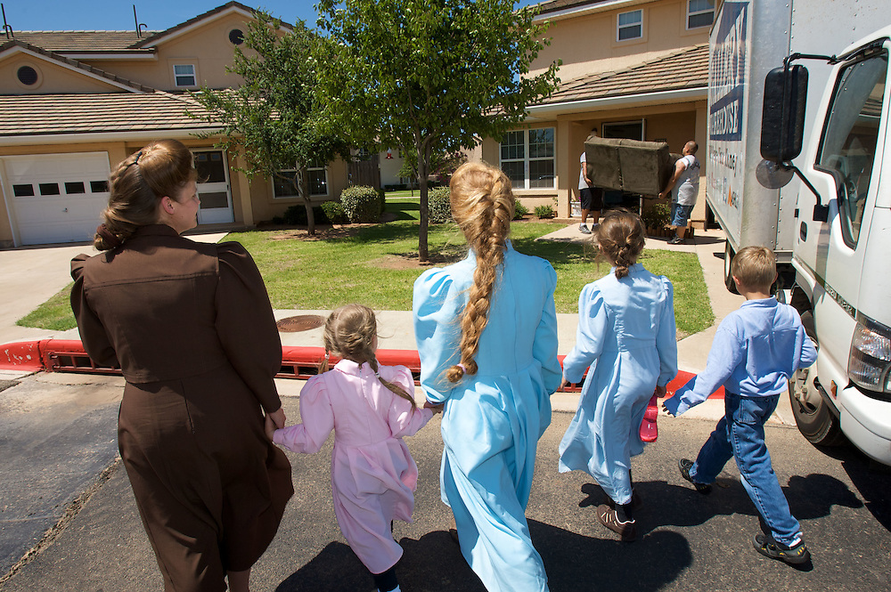 FLDS mother Sarah Barlow Draper and her four children (from left) Autumn (cq), Rebekah (cq) Danielle and Abram (cq) walks towards their home in Abilene, Texas on Monday June 2, 2008. They had reunited with their mother following the court order which released the children back into the custody of their mothers. August MIller/ Deseret News .